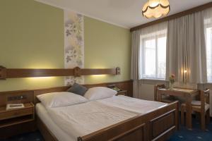 Pension-Wienerstubn-Zweibettzimmer-Baden-bei-Wien